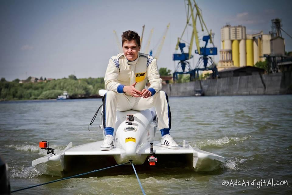 F4 PowerBoat_2_Aron Tabori