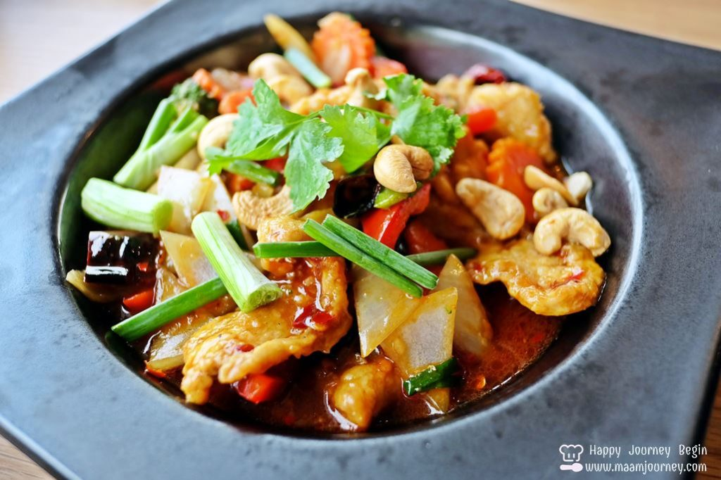 Breeze Cafe_Stir Fried Chicken and Cashew Nuts