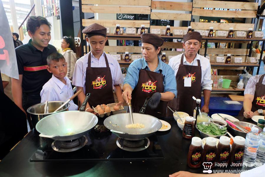 Chili Sauce_Todd Food Fest_Kitchen