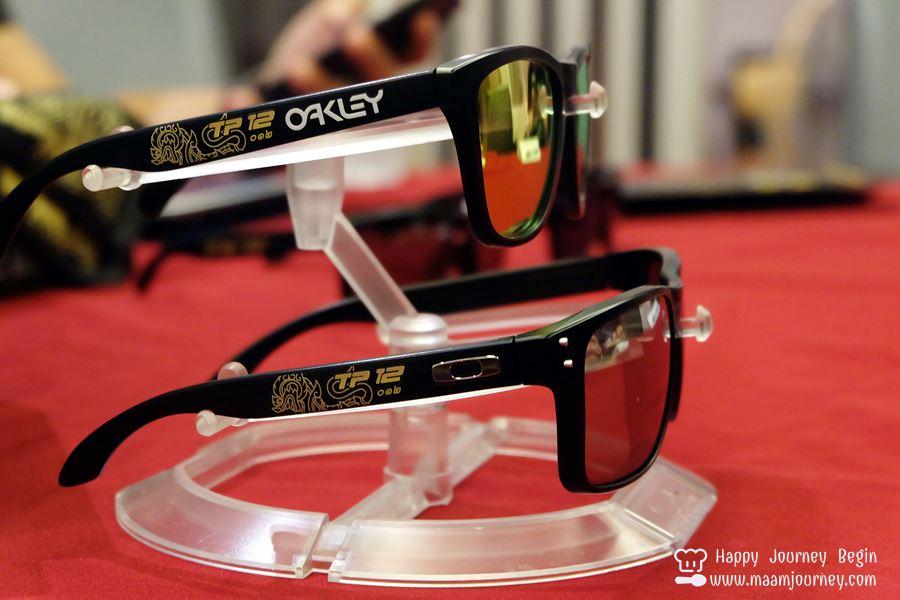 TP12 Custom Team_TP12 SINGHA MOTORSPOR x Oakley_3