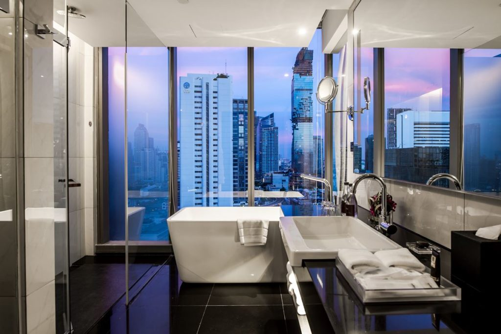 Room_Club room_Bathroom with the view