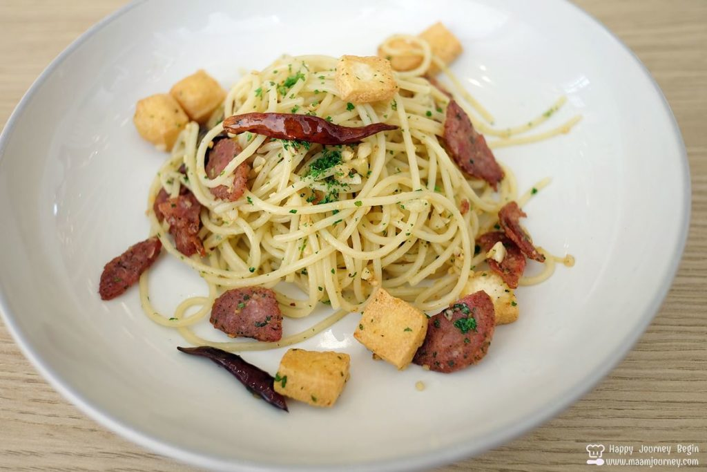 Umeno Cafe_Spaghetti Garlic Pepper with Fried Tofu_Sausage