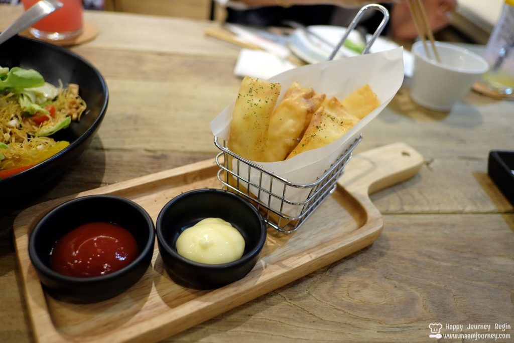 Umeno Cafe Silom_17