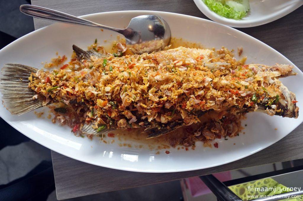 Kungthong Seafood_กุ้งทอง_ปลากะพงทอดพริกสามรส_1