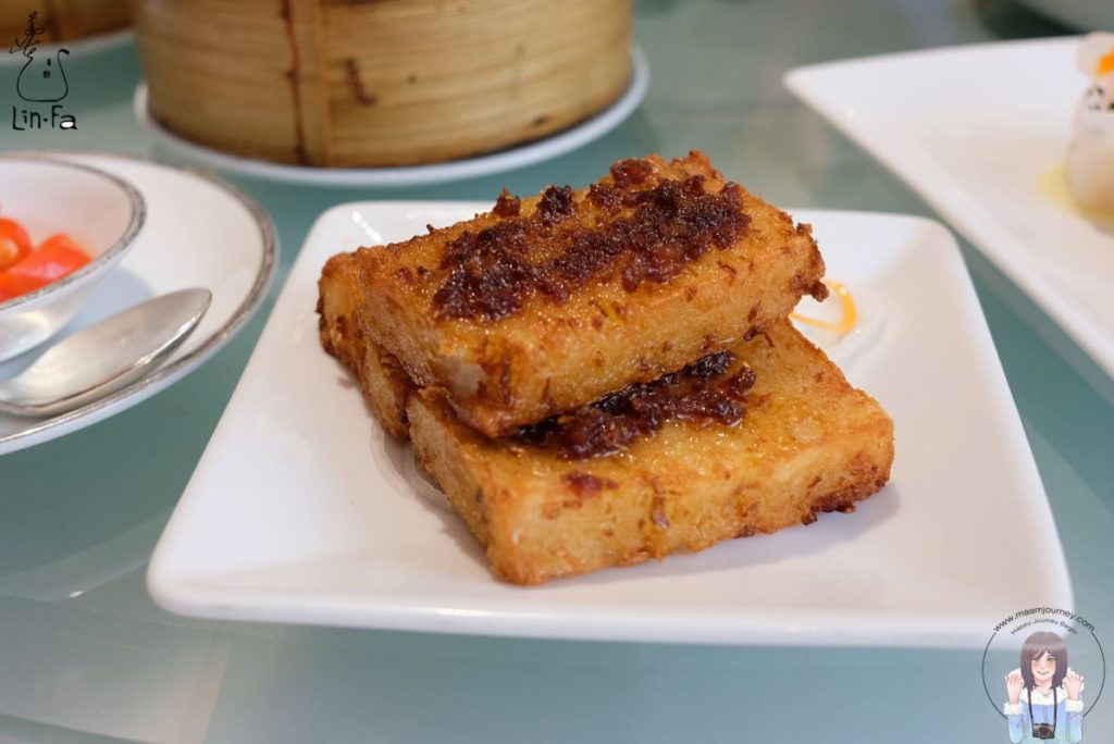 Lin-fa_ขนมผักกาดทอดราดซอสน้ำจิ้มกุ้ง