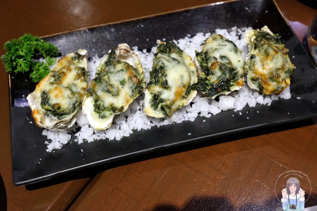 Oyster Rockefeller, Baked Oyster with Spinach and Cheese หอยนางรมอบพร้อมผักโขมและชีส