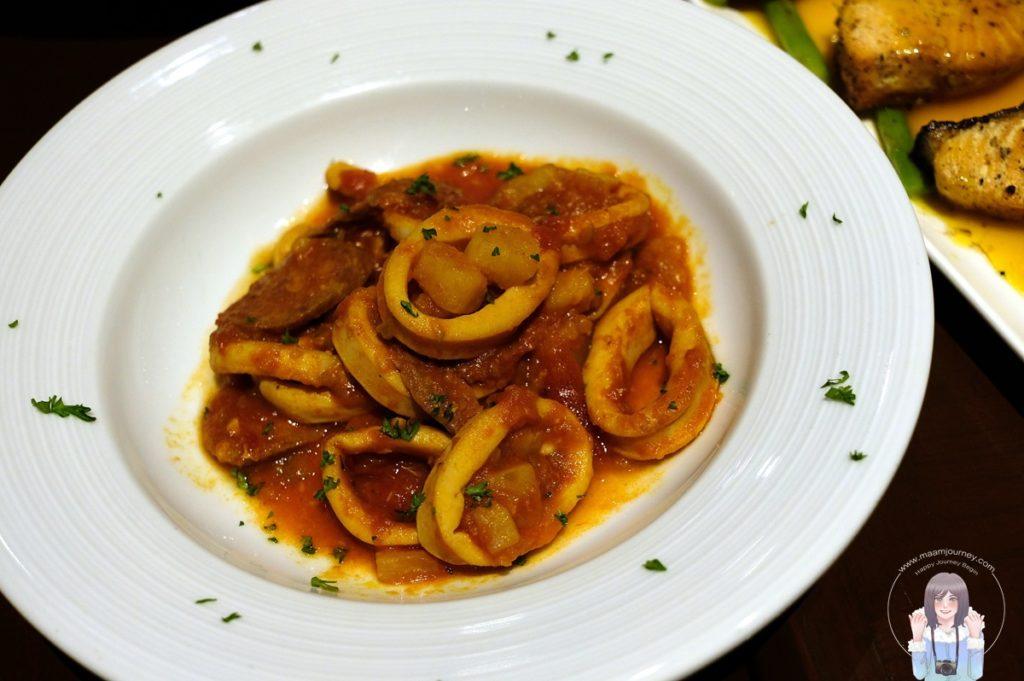 Sautéed Calamari with Spicy Chorizo Sausage ปลาหมึกผัดไส้กรอกโซริโซ่