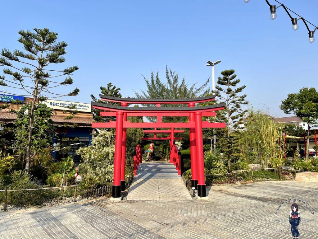 มุมสวนญี่ปุ่น อยู่มุมเดียวกับเสาโทริอิ