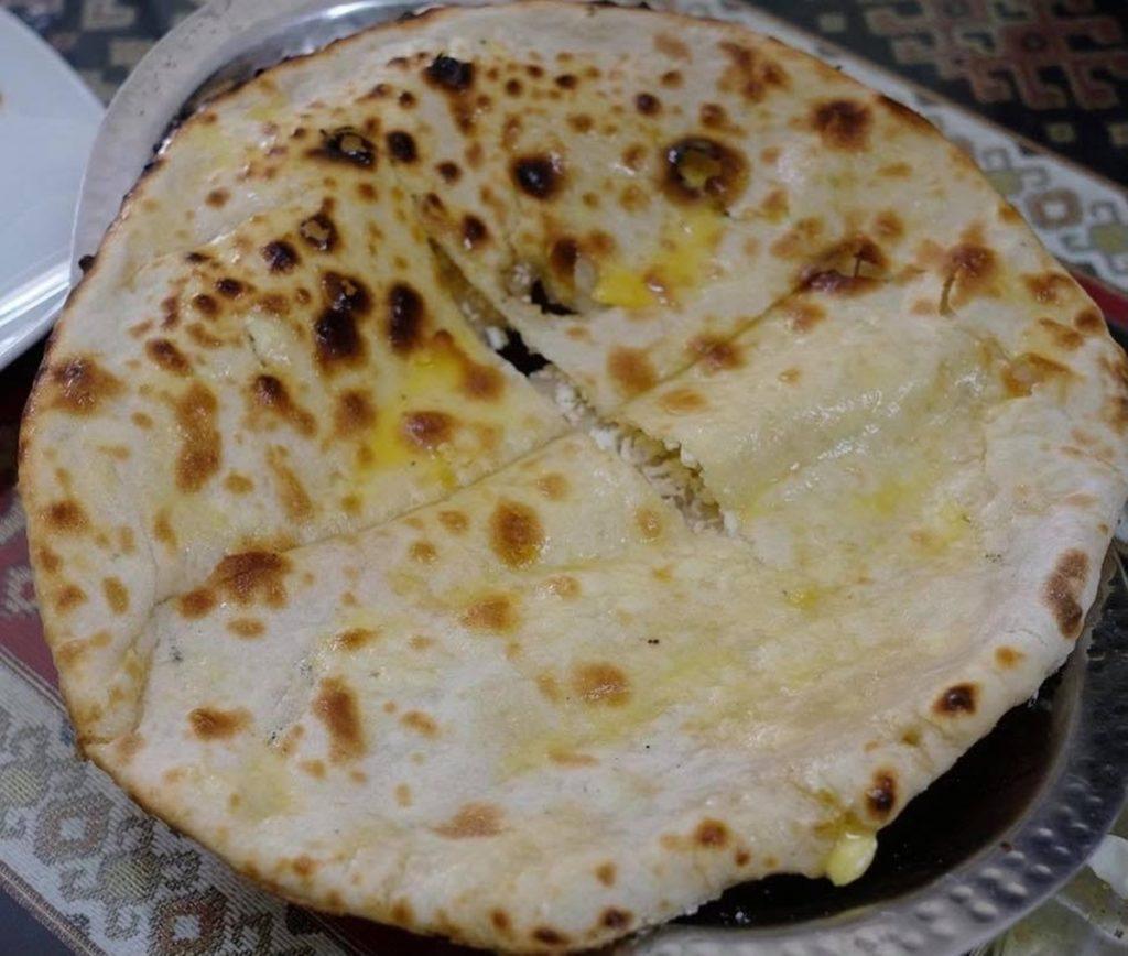 Mozzarella cheese naan นานชีสมอสซาเรลลา 100 บาท ห๊อมหอม