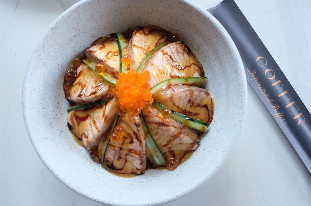 แซลมอนไซเกียวอาบุริข้าวด้ง Salmon Saikyo Aburi Don