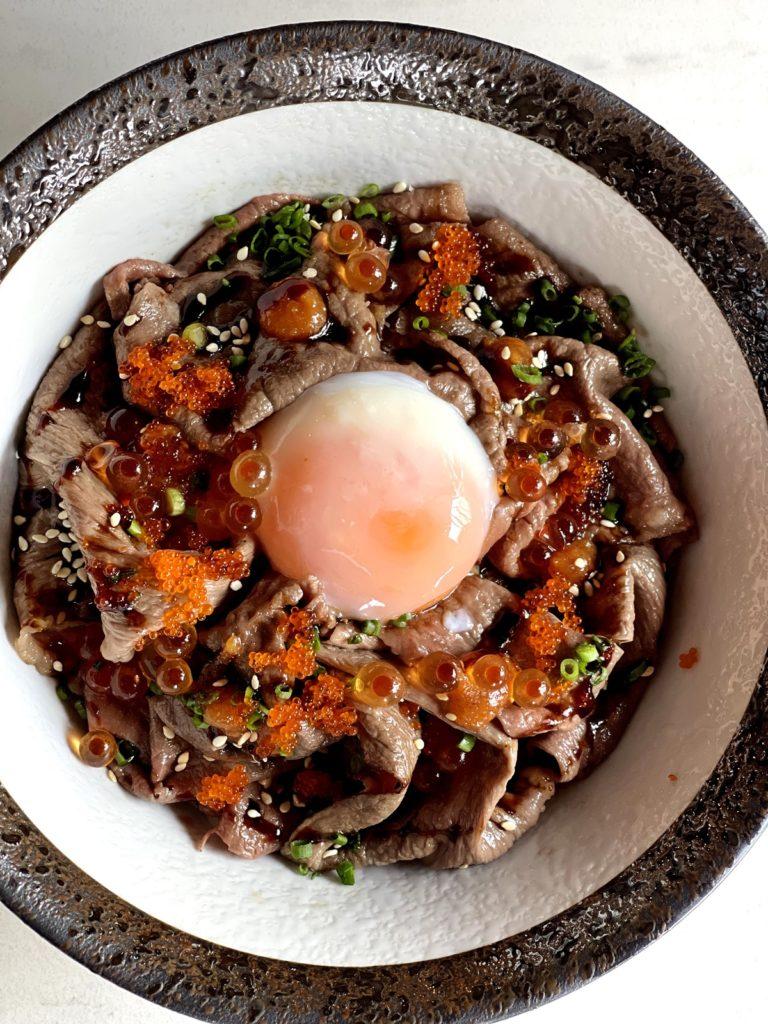 เนื้อออสเตรเลียนวากิวข้าวด้ง Australian Wagyu Beef Don with Onsen Egg