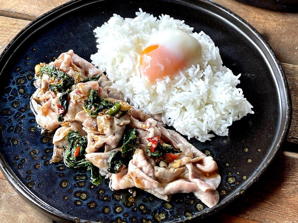 ข้าวกะเพราหมู S-Pure สไลด์ + ไข่ออนเซน Sliced S-Pure Pork with Thai Holy Basil, Jasmine Rice, Onsen Egg